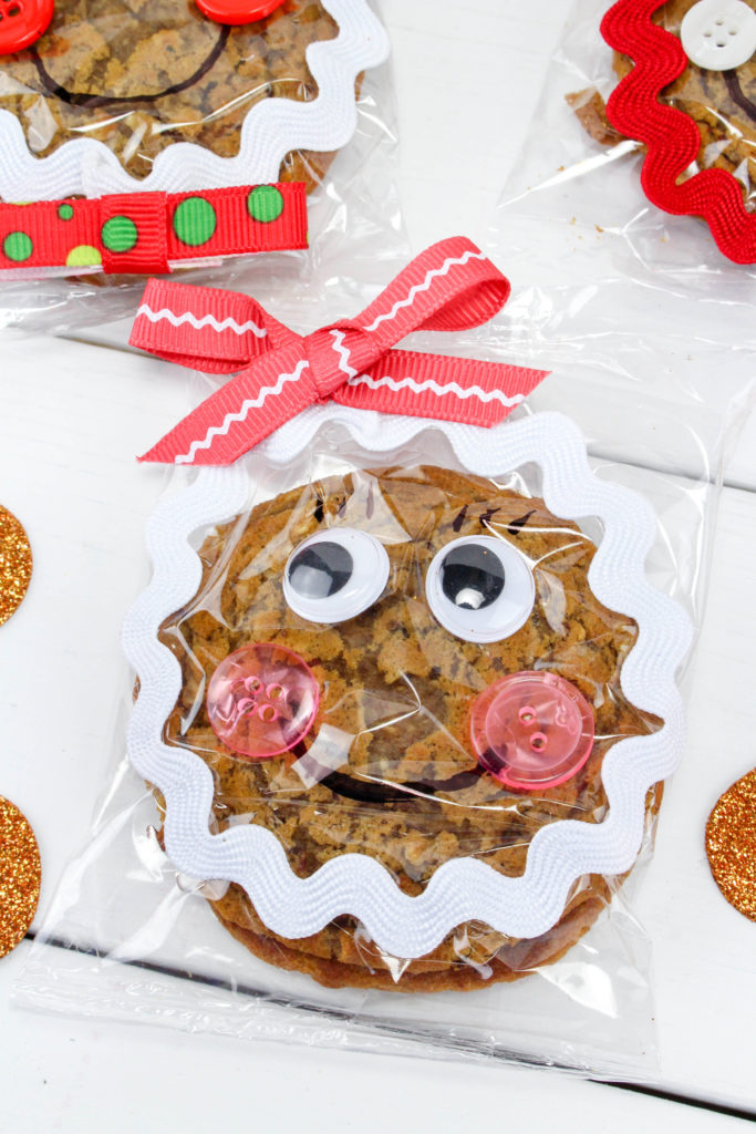 Fun Christmas Craft Gift Idea- Gingerbread Snack Treats made from Oatmeal Cream Pies